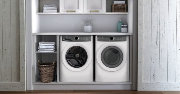 Advantages and Disadvantages of Front Load Washer - Electrolux EFLW427UIW Lifestyle Image