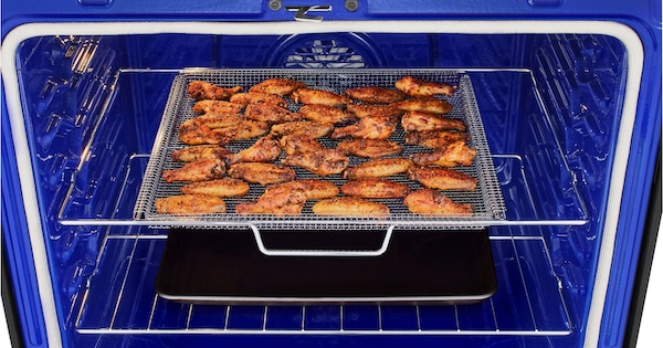Above the Fold Image Air Fry Ovens - LG Air Fry Oven Lifestyle