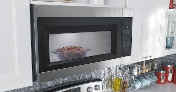 Amana Microwaves - Amana AMV2307PFS Lifestyle Image