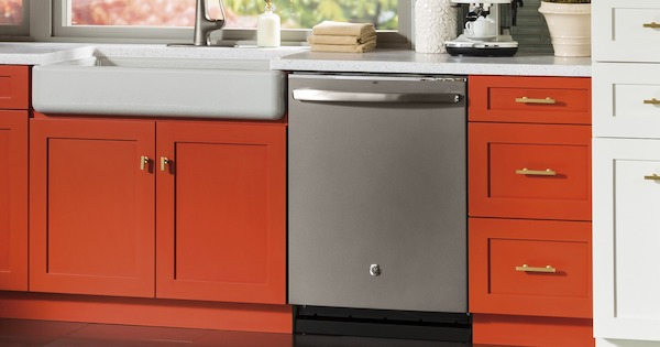 Best Dishwasher for the Money - Whirlpool VS GE - GE GDT655SSJSS Lifestyle Image