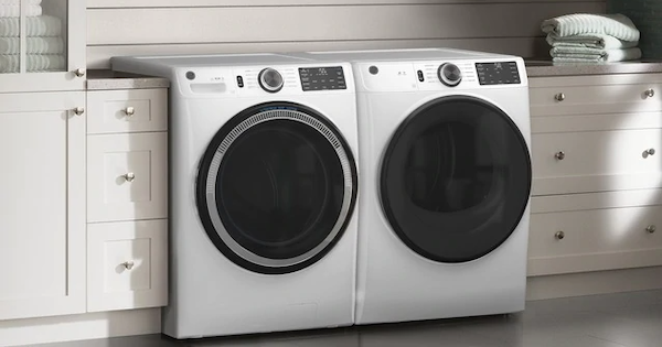 Above the Fold Image Best Rated Front Load Washer GE vs Whirlpool - Ge GFW550SSNWW Lifestyle