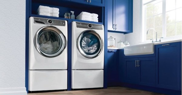 Above the Fold Image Electrolux Washer and Dryer Reviews - Electrolux EFME627UIW Lifestyle Image