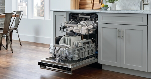 Frigidaire Dishwasher Reviews - Frigidaire Professional FPID2498SF Lifestyle Image