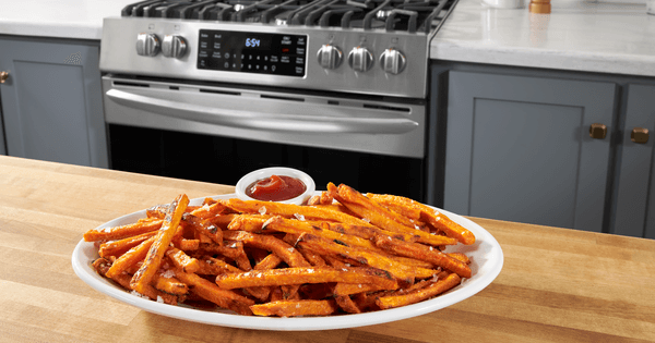 Frigidaire Stove with Air Fry - Lifestyle Image Sweet Potato Fries