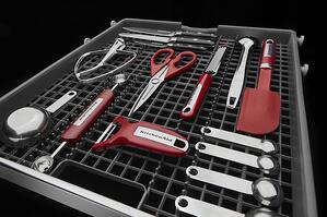 Dishwasher Buying Guide_Dishwasher Third Rack_KitchenAid KDTE234GBL