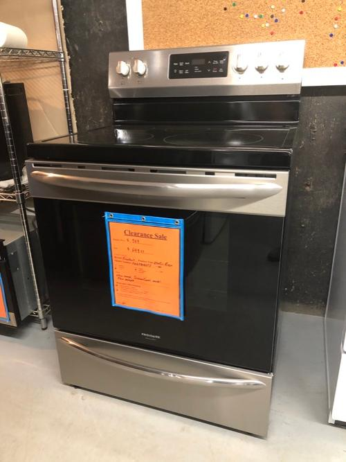 Frigidaire Gallery FGEF3036TF Electric Range Clearance