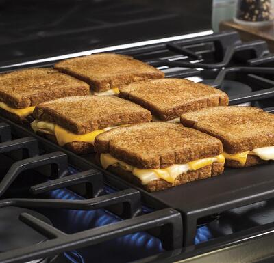 GE JGB700SEJSS Gas Range - Grilled Cheese Griddle