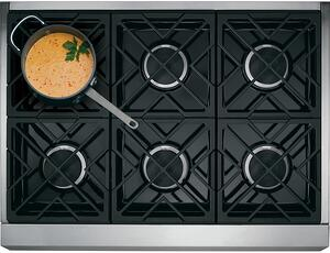 Range Buying Guide_GE Cafe Appliances C2Y366P2MS1 Stovetop Photo