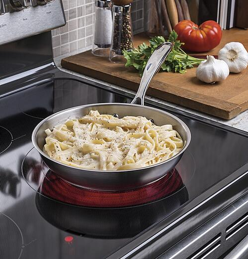 Smooth Top Range vs Coil Top Pros Cons - GE Appliances JB750SJSS Lifestyle Image